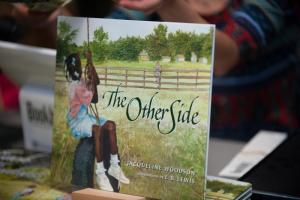 Jacqueline Woodsoni raamat The Other Side